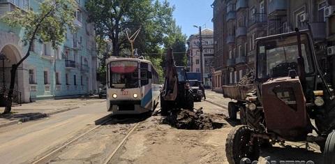 В Каменском устраняют аварию на водоводе по ул. Москворецкой Днепродзержинск