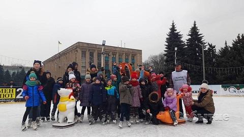 Семейный праздник прошел на «Ледовой арене» Каменского Днепродзержинск