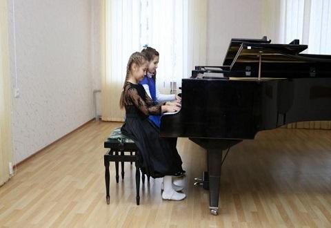 Фортепианные ансамбли стали участниками конкурса в г.Каменское Днепродзержинск