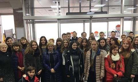В торговом центре Каменского звучали украинские песни Днепродзержинск