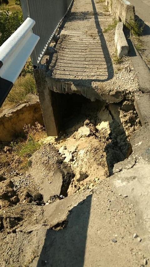 В Каменском частично разрушена пешеходная часть на левобережном мосту Днепродзержинск