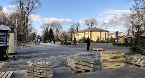 В Центральном парке города Каменское активно идет подготовка к открытию Днепродзержинск