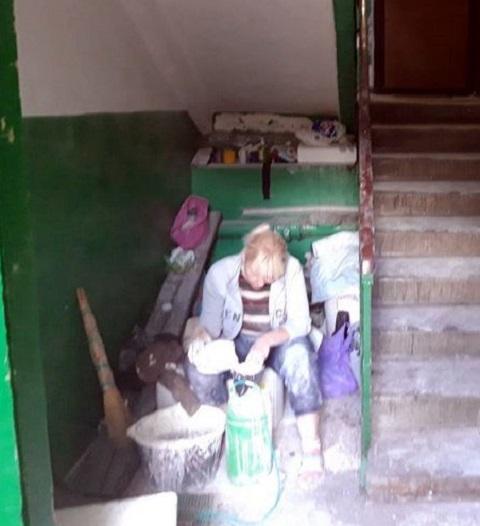УКОЖФ г. Каменское продолжает приводить в порядок подъезды Днепродзержинск