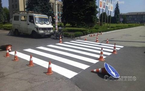 Дорожная разметка завершает капремонт и благоустройство покрытия на дорогах Каменского Днепродзержинск