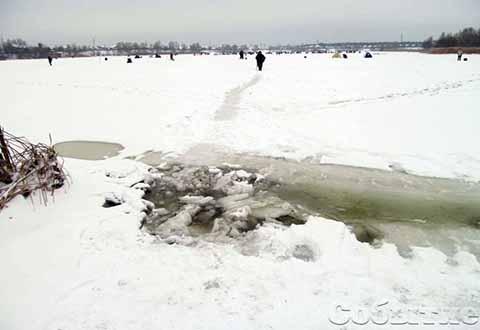 На водоемы Каменского продолжают выходить любители зимней рыбалки Днепродзержинск