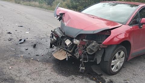 Под г. Каменское произошло лобовое столкновение автомобилей Днепродзержинск