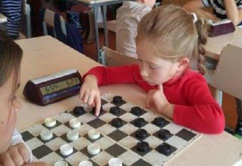 Маленькие жители Каменского стали участниками чемпионата по шашкам Днепродзержинск