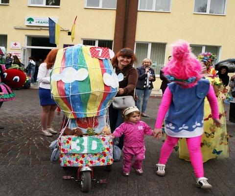 На празднике в парке г. Каменское провели парад колясок Днепродзержинск