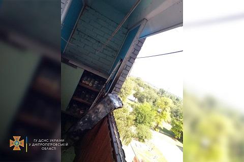 Спасатели г. Каменское ликвидировали пожар в многоквартирном доме Днепродзержинск