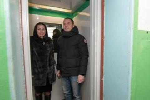 Мэр г. Каменское провел рабочий объезд с проверкой капремонта лифтов Днепродзержинск