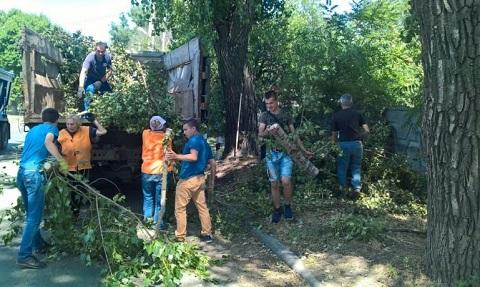 На территории Южного района Каменского ликвидируют последствия стихии Днепродзержинск