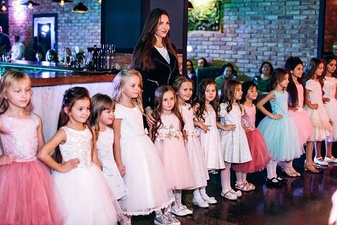 Юные модели школы «Леди » представили в Каменском коллекцию одежды украинских дизайнеров Днепродзержинск