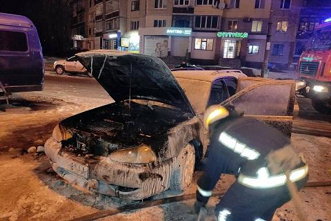 В Каменском в Днепровском районе горел автомобиль Днепродзержинск