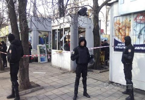 В центральной части г. Каменское демонтировали киоск-«разливайку» Днепродзержинск