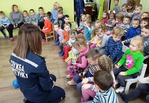 Спасатели ГПСЧ № 7 г. Каменское побывали в детском саду «Свитанок» Днепродзержинск