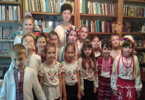 В библиотеке г. Каменское отметили День вышиванки Днепродзержинск