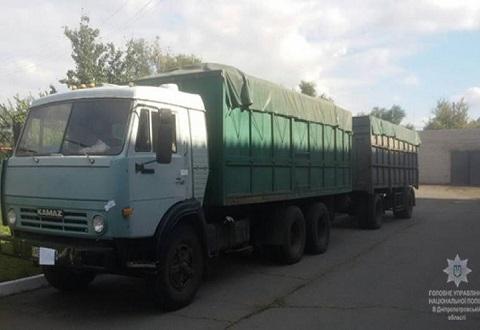 Каменская полиция задержала угонщиков груженого автомобиля «КАМАЗ» Днепродзержинск
