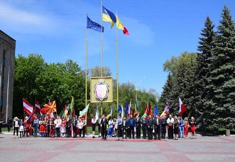 День Европы прошел в Каменском с поднятием флага ЕС Днепродзержинск