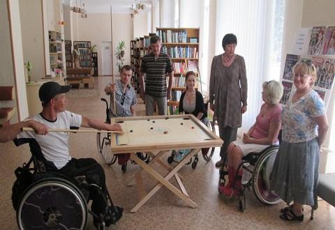 Библиотека Каменского организовала для спортсменов игры в дартс и новус Днепродзержинск
