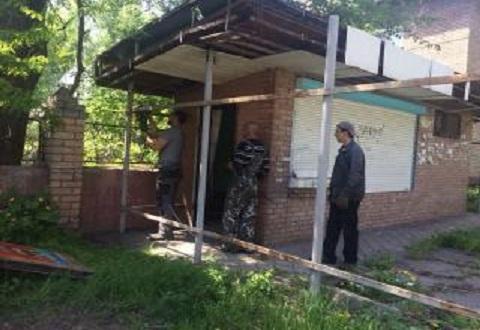 В г. Каменское продолжают демонтировать незаконные временные сооружения Днепродзержинск