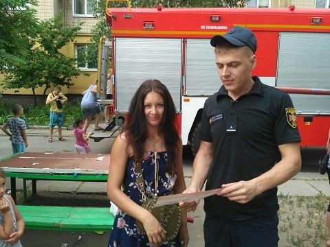 Каменские спасатели провели предупредительные беседы с горожанами Днепродзержинск