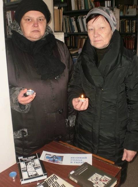 В библиотеках Каменского презентовали материалы к 85-й годовщине Голодомора Днепродзержинск
