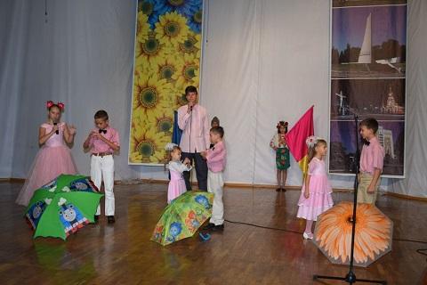 В Каменском приемных родителей поздравили с Днем усыновителя  Днепродзержинск