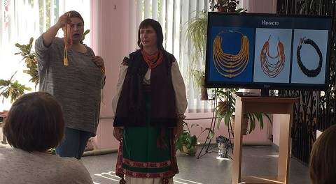 Жителям г. Каменское показали старинную одежду Днепродзержинск