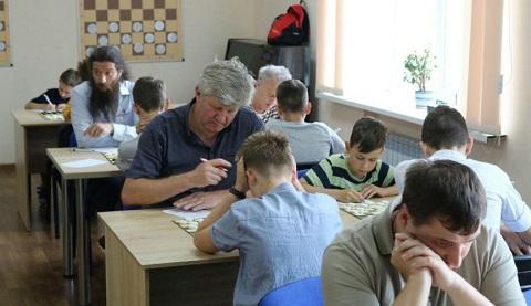 Для взрослых шашистов в Каменском стартовал чемпионат области Днепродзержинск