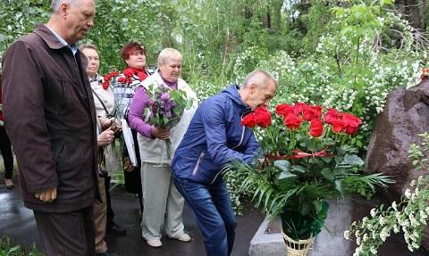 На «ДМК» г. Каменское почтили память павших бойцов Днепродзержинск