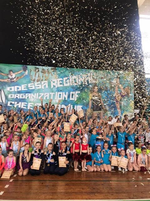 Черлидеры города Каменское успешно выступили на открытом турнире в г. Одесса Днепродзержинск