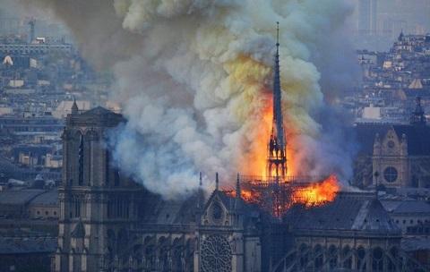 В Париже сгорел Собор Парижской Богоматери Днепродзержинск