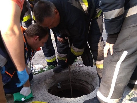 В г. Днепр спасатели доставали ребенка из глубокого колодца Днепродзержинск