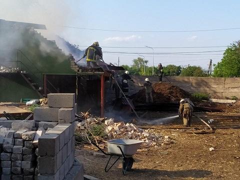 В Каменском на улице Железняка горело хозяйственное здание  Днепродзержинск