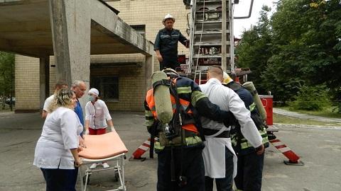 Спасатели и медработники больницы № 7 г. Каменское отрабатывали совместные действия Днепродзержинск