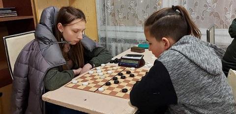 В г. Каменское провели для юниоров чемпионат по шашкам-100 Днепродзержинск