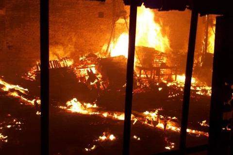В Каменском ликвидировали пожар в складских помещениях Днепродзержинск