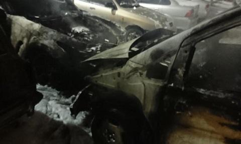 В Южном районе г. Каменское  на временной стоянке горели автомобили Днепродзержинск
