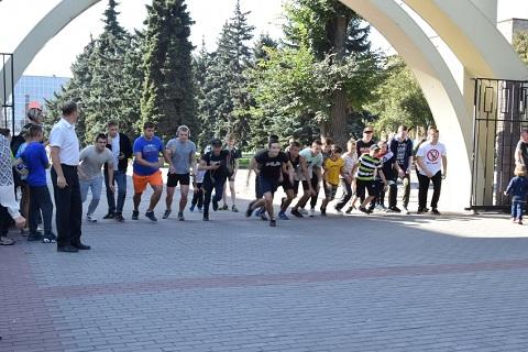 День физкультуры школьники г. Каменское отметили забегом по дорожкам ЦПКО Днепродзержинск