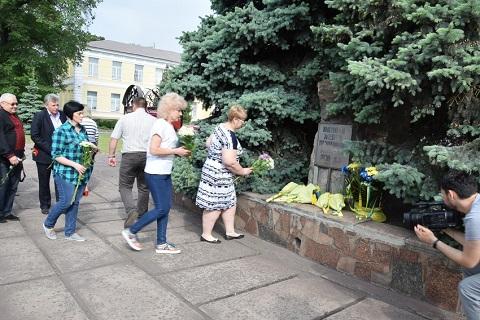 Каменчане провели церемонию возложения цветов к мемориальному знаку Днепродзержинск