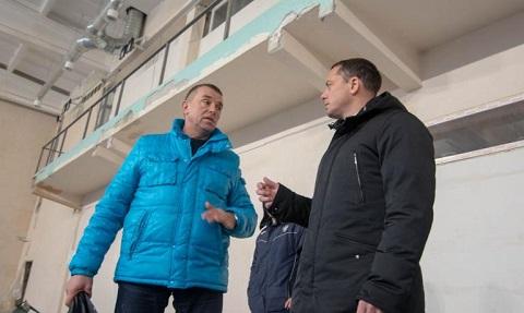 В Каменском мэр А. Белоусов проверил ход проведения реконструкции Дворца тенниса Днепродзержинск