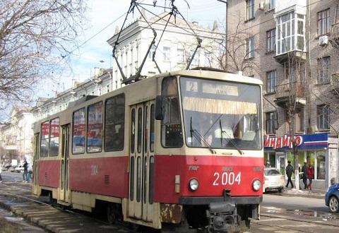 КП «Трамвай» г. Каменское ликвидирует обрыв троллей на маршруте № 2 Днепродзержинск