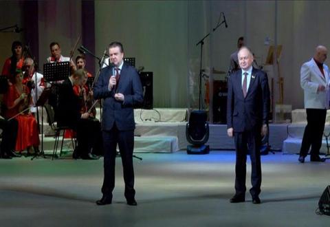 Каменчанок поздравили с праздником женщин - 8 Марта Днепродзержинск