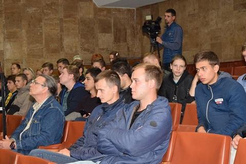 Каменчане провожали юношей на воинскую службу Днепродзержинск