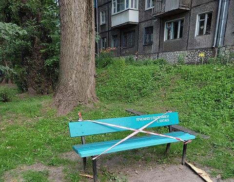 В Каменском восстановили детскую площадку после инцидента с деревом Днепродзержинск