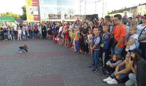 На главной площади Каменского прошел танцевальный марафон Днепродзержинск