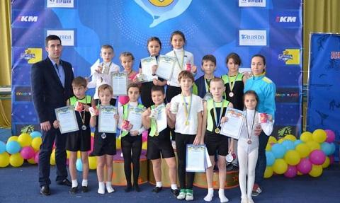 В Каменском юные акробаты соревновались в прыжках на дорожке Днепродзержинск