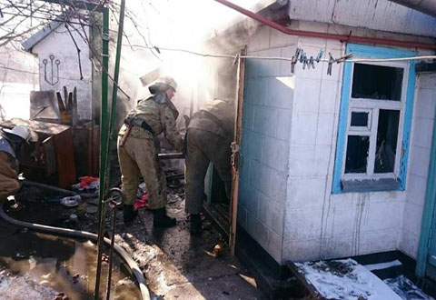 Спасатели Каменского боролись с огнем в летней кухне поселка Романково Днепродзержинск