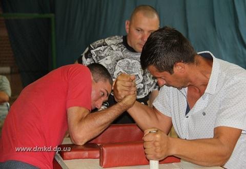 Работники «ДМК» г. Каменское стали участниками соревнований по армрестлингу Днепродзержинск
