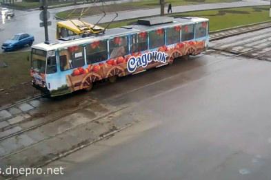 Маршрутка полная пассажирами решила протаранить трамвай Днепродзержинск